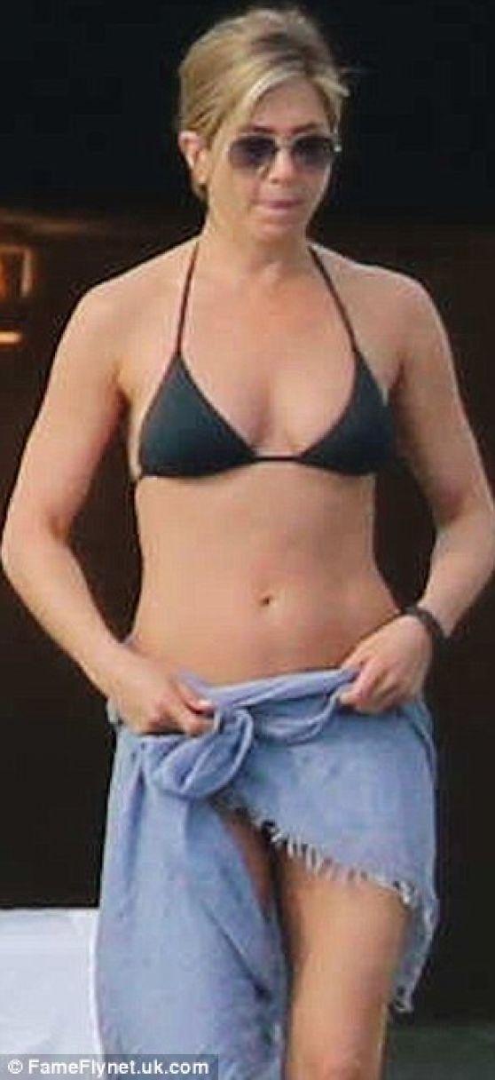 Jennifer Aniston In A Bikini Cabo San Lucas Part Ii