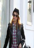 Jessica Alba Street Style - Shopping in Los Angeles - Dec. 2013