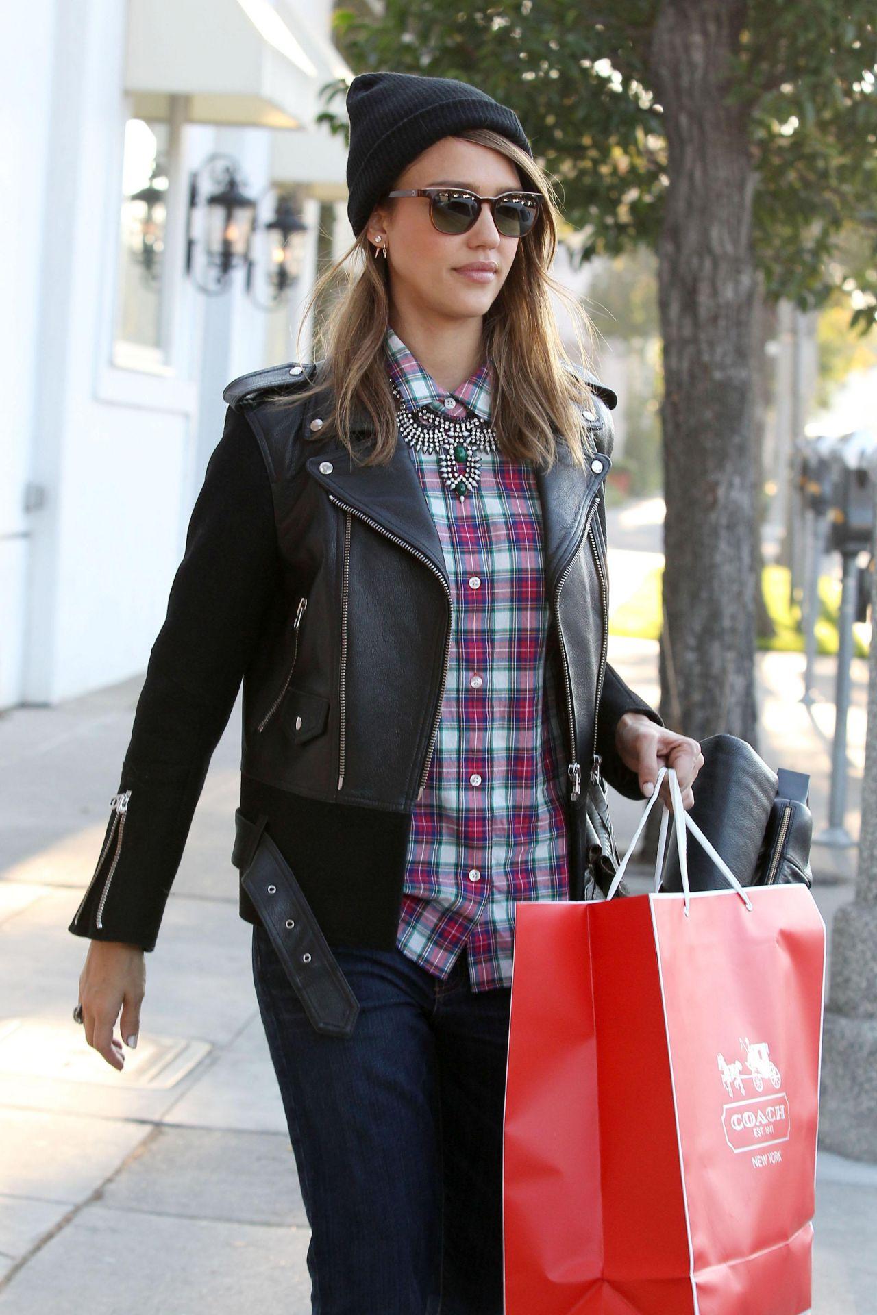jessica alba street style shopping in los angeles dec