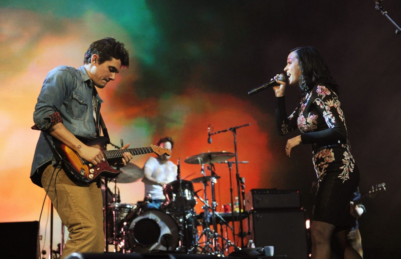 Katy Perry - Performing at the John Mayer Concert in New York City - December 2013
