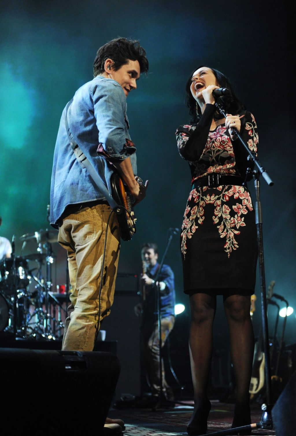katy perry performing at the john mayer concert in new york city december 2013. Black Bedroom Furniture Sets. Home Design Ideas