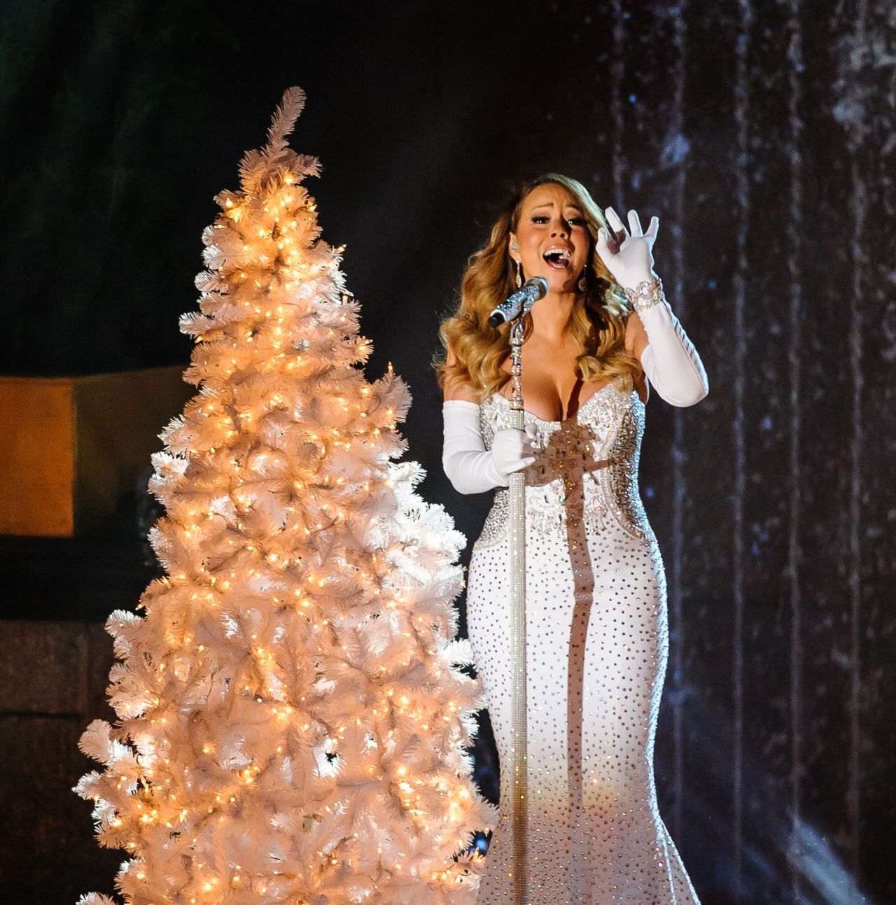 Rockefeller Center Christmas Tree 2013: Mariah Carey Performs At 81st Annual Rockefeller Center