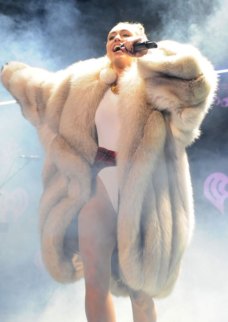 Who is miley cyrus dating december 2013