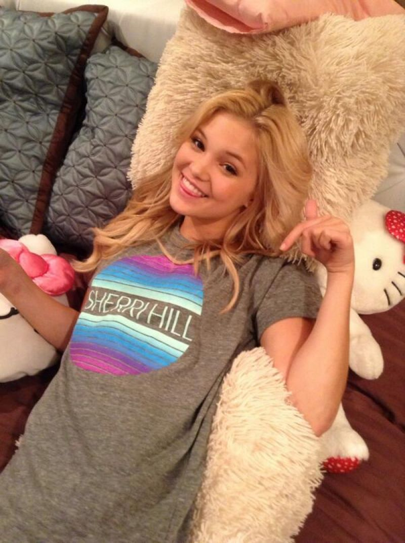 Olivia Holt – Photos From