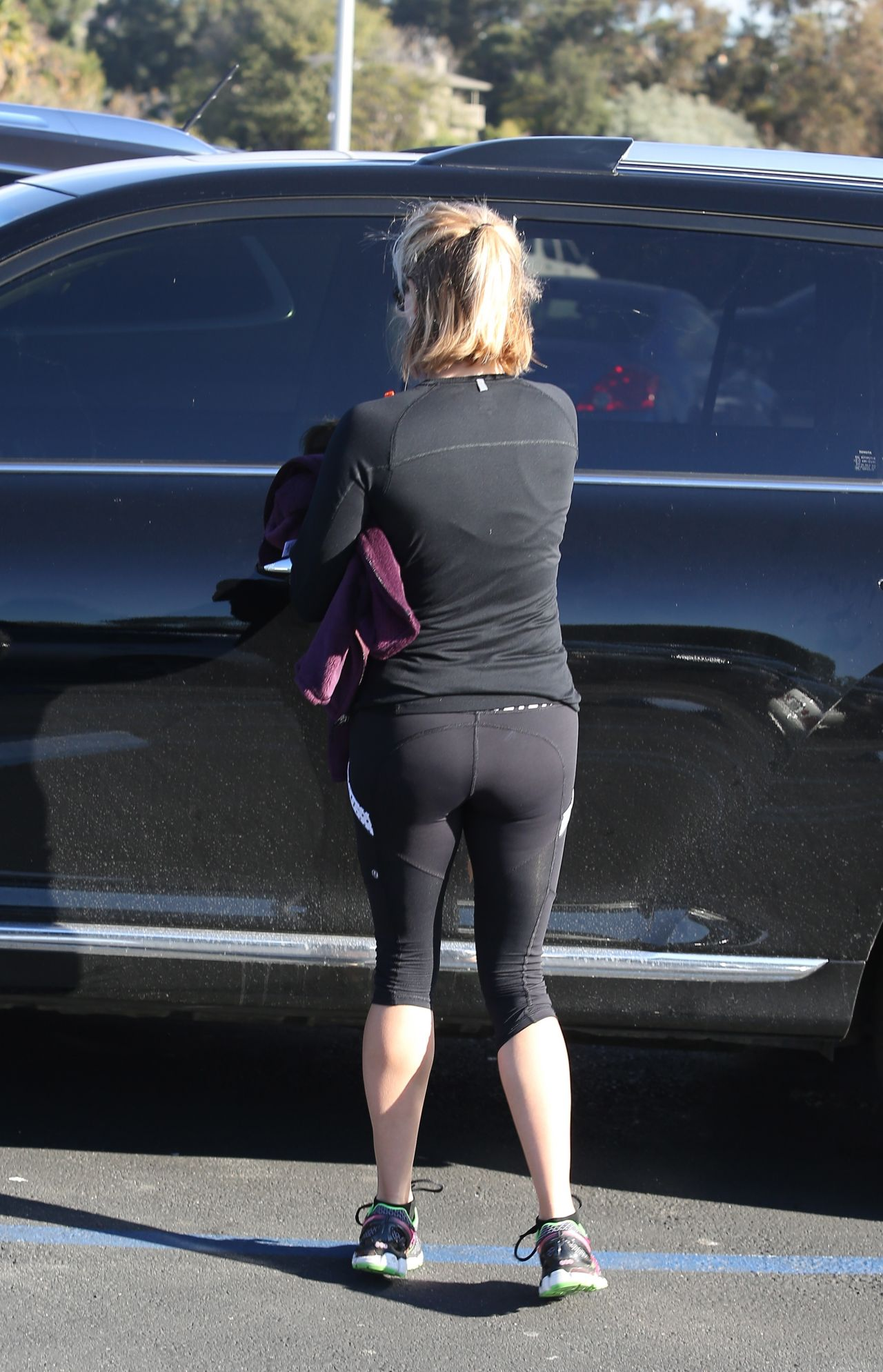 Reese Witherspoon Gym Style In Tights At A Gym In