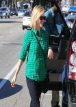 Reese Witherspoon Street Style - Whole Foods in Santa Monica