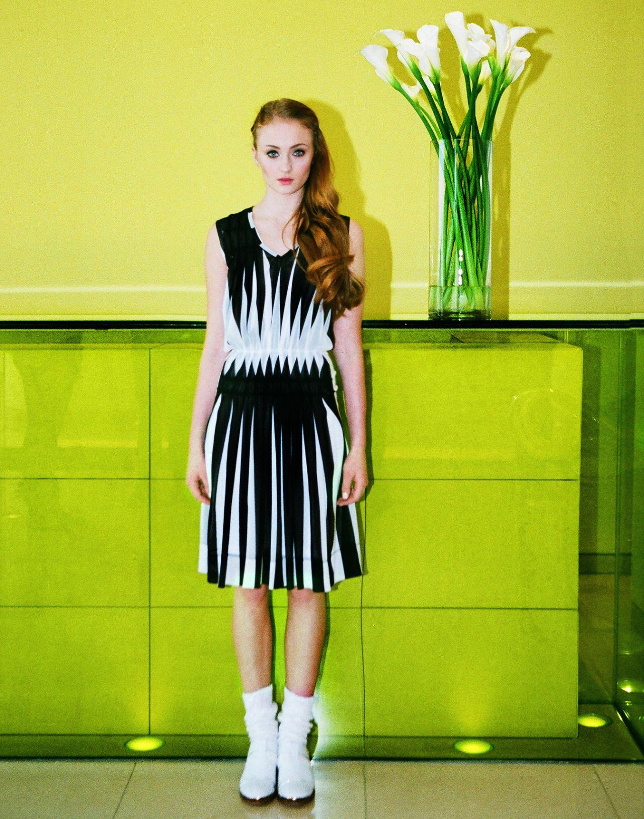 Emma Stone Vanity Fair Photoshoot Sophie Turner - INTERV...