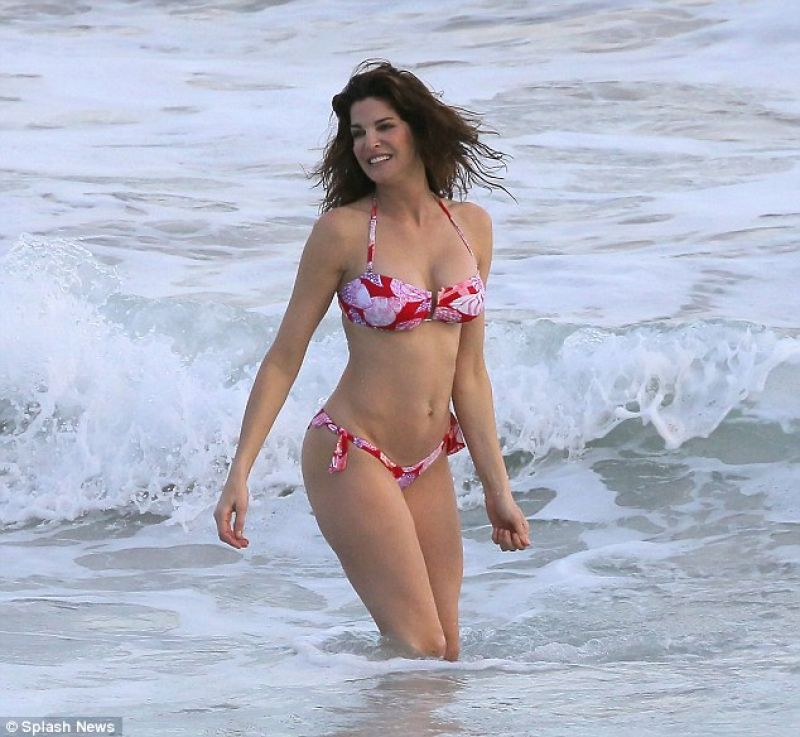 Stephanie Seymour in a Floral Bikini - St Barts December 25, 2013