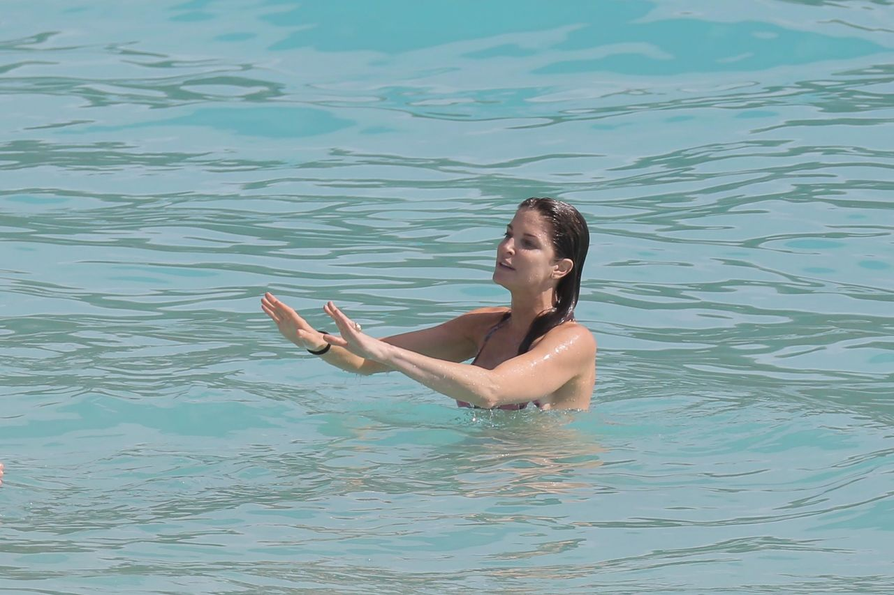 Stephanie seymour in bikini kissing with not her son hotmoza 4