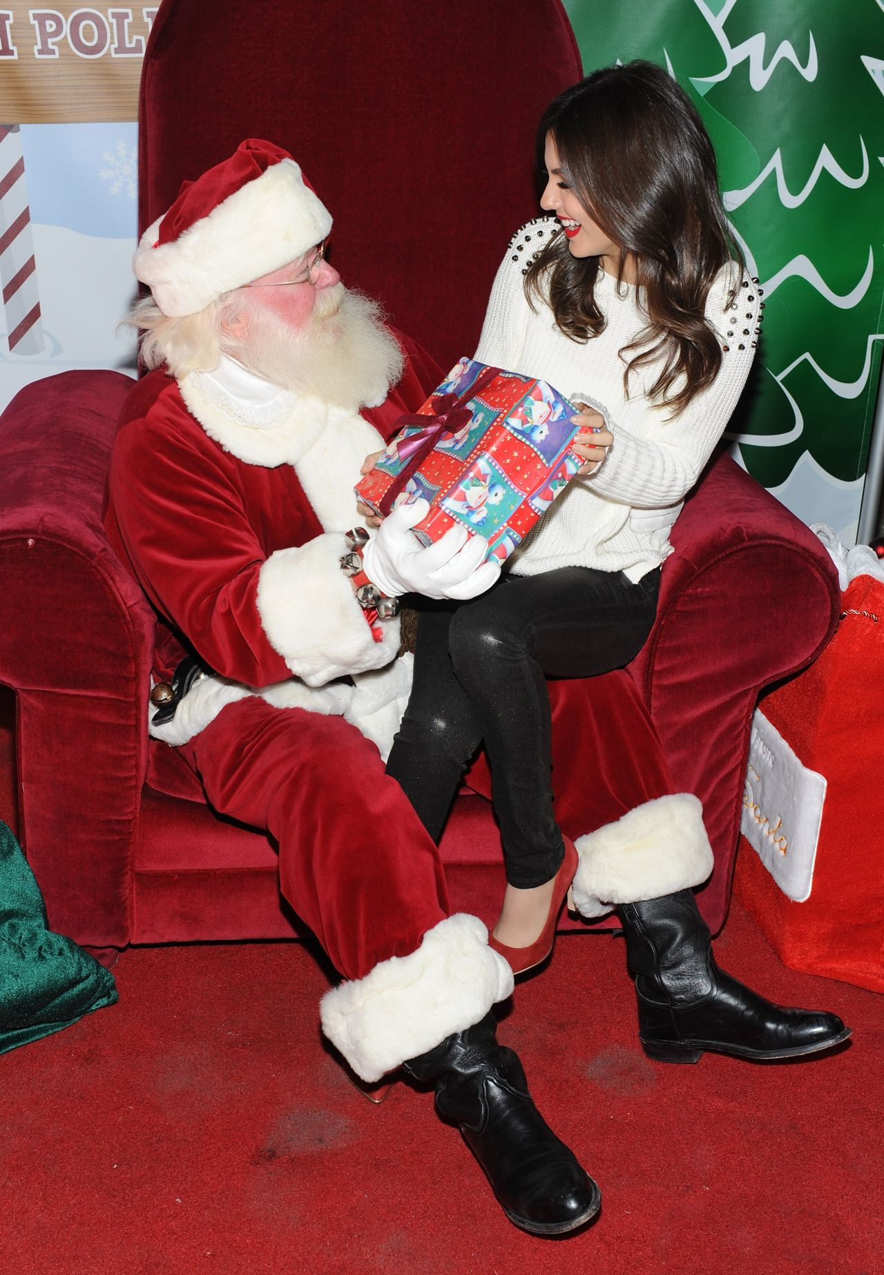 Victoria Justice Delta Airlines Holiday In The Hangar
