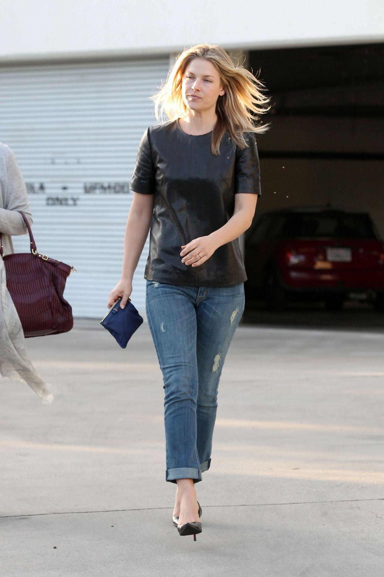 Ali Larter Street Style In Jeans In Los Angeles Jan 2014