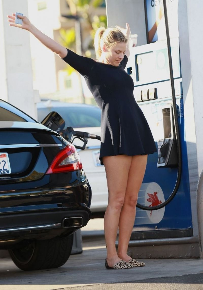 Ali Larter Street Style Leggy At A Gas Station In Los