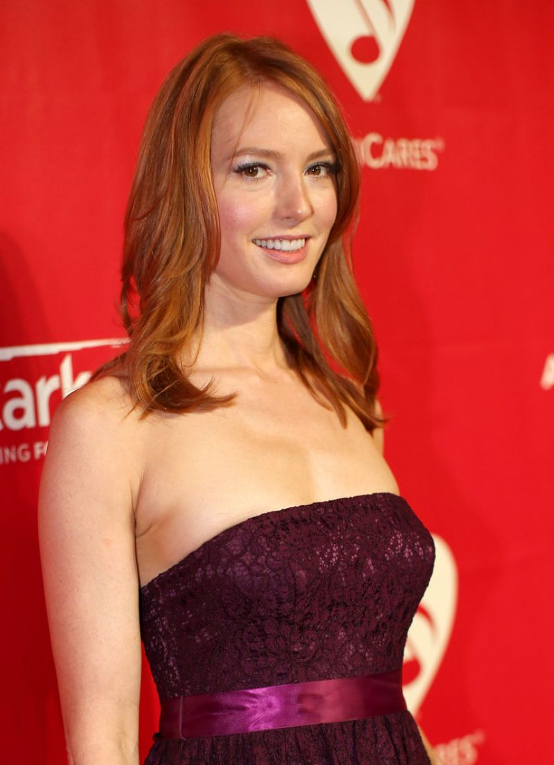 Alicia Witt On Red Carpet - 2014 Musicares Person Of The -8817