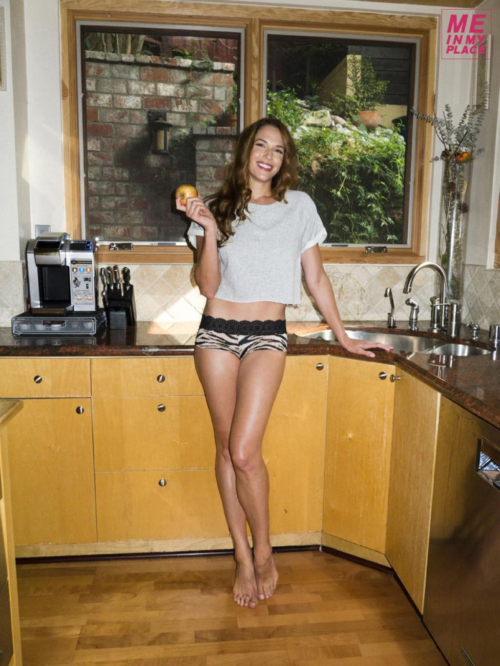 http://celebmafia.com/wp-content/uploads/2014/01/amanda-righetti-me-in-my-place-photoshoot-2013-_10.jpg