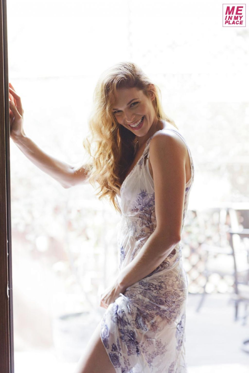http://celebmafia.com/wp-content/uploads/2014/01/amanda-righetti-me-in-my-place-photoshoot-2013-_3.jpg