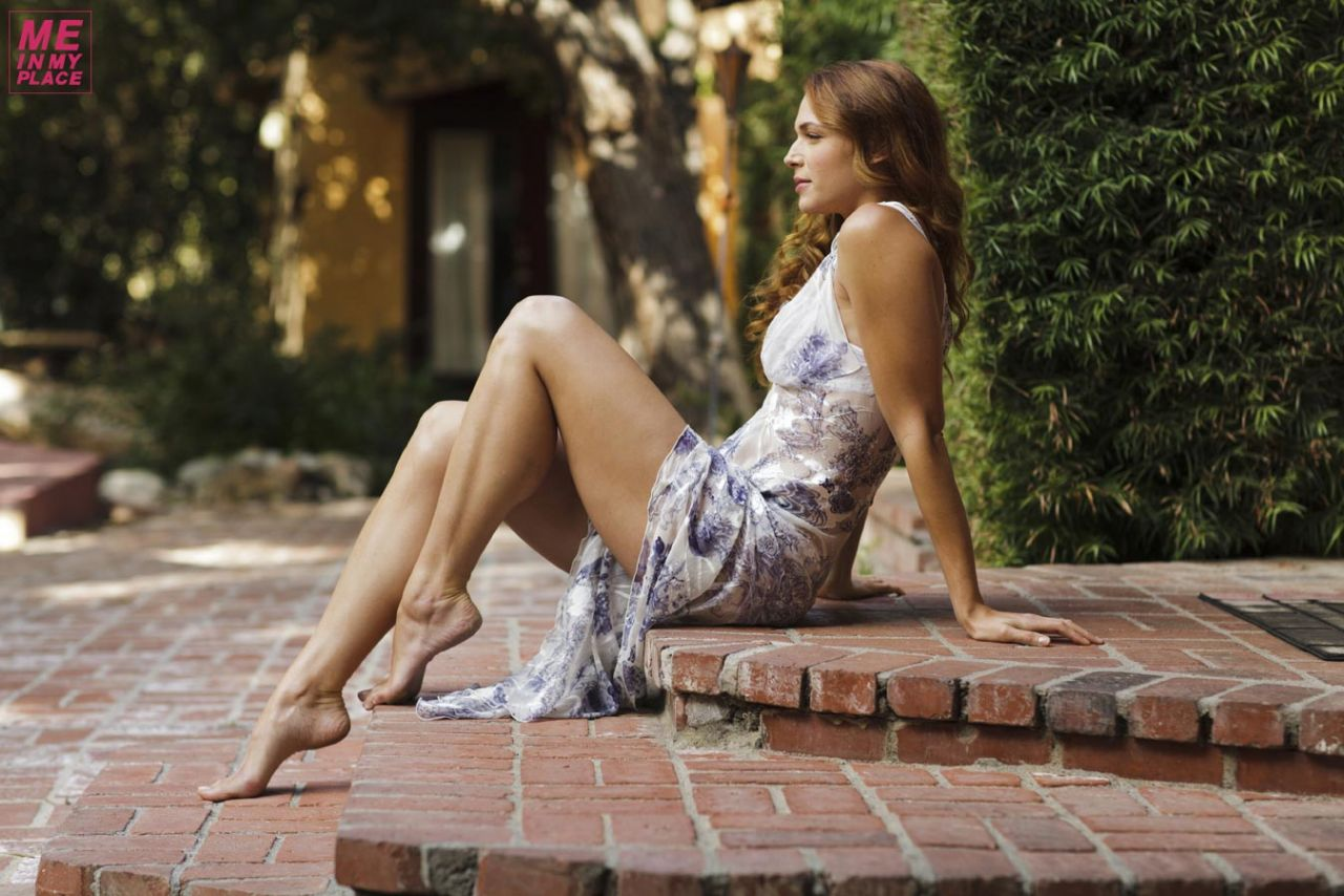 http://celebmafia.com/wp-content/uploads/2014/01/amanda-righetti-me-in-my-place-photoshoot-2013-_4.jpg