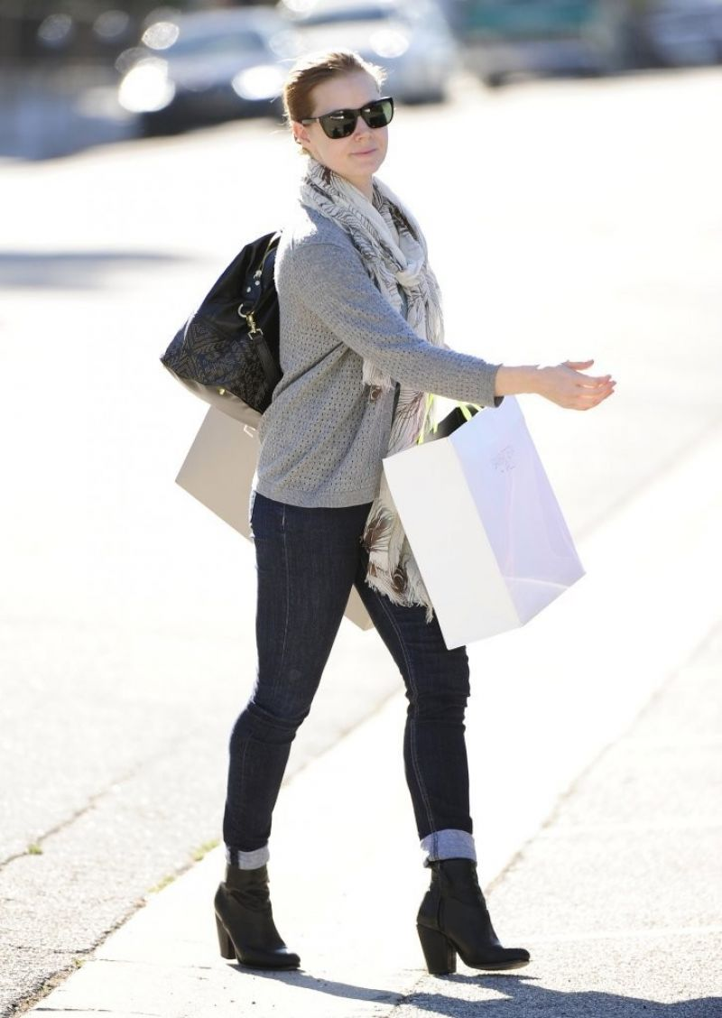 Amy Adams Street Style - Wears Jeans in Beverly Hills, January 2014