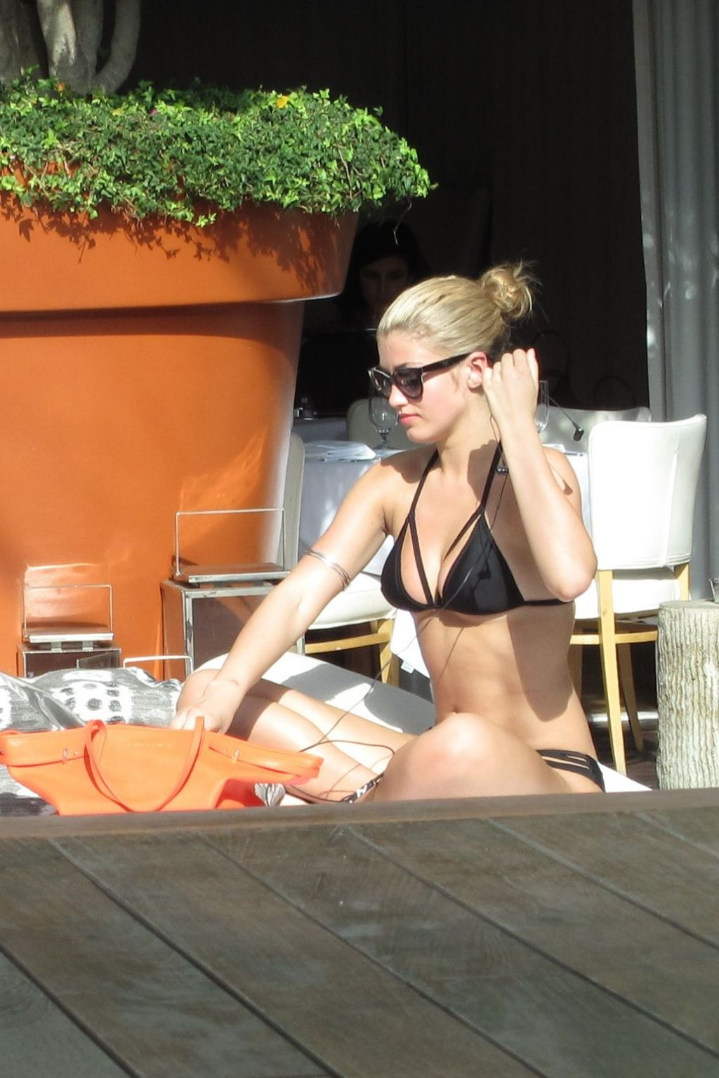 Amy Willerton Bikini Candids - Sunbathing in Los Angeles, January 2014