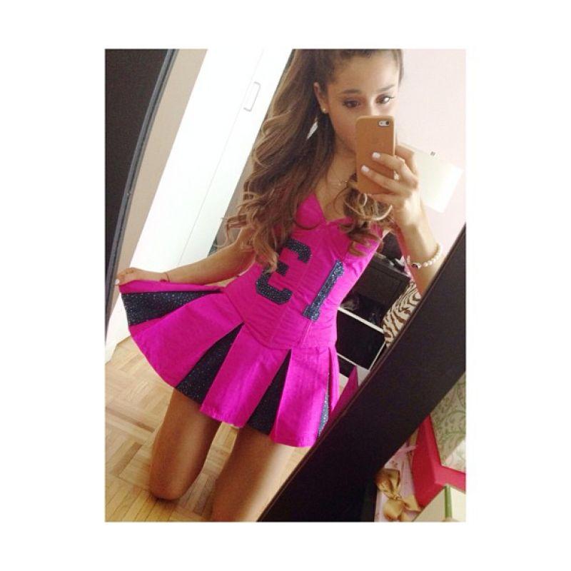 Ariana grande instagram outfits