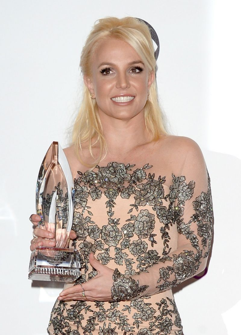 Britney Spears On Red Carpet 40th Annual People S Choice