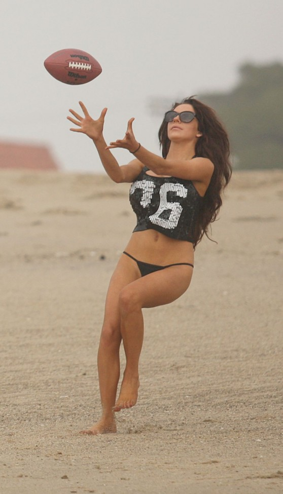 Courtney Stodden Bikini Candids – Los Angeles Beach – January 2014