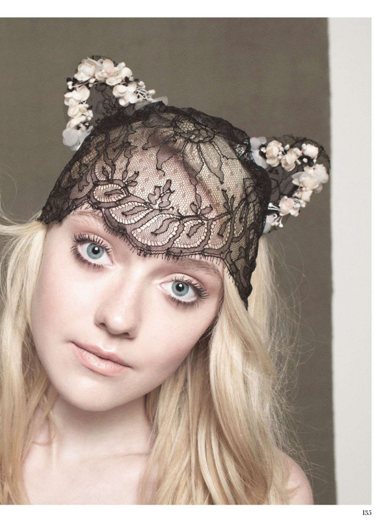 Dakota Fanning - INSTYLE Magazine (UK) - December 2012