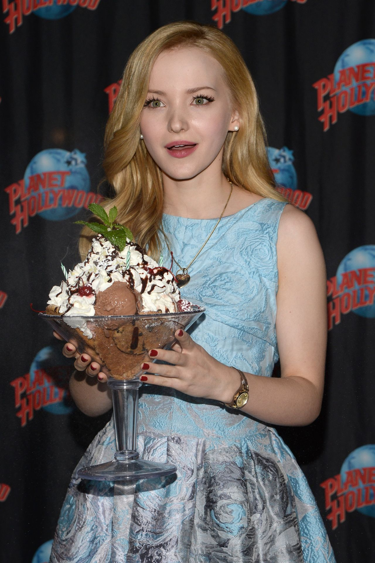 Dove Cameron At Planet Hollywood In Times Square Eve Of