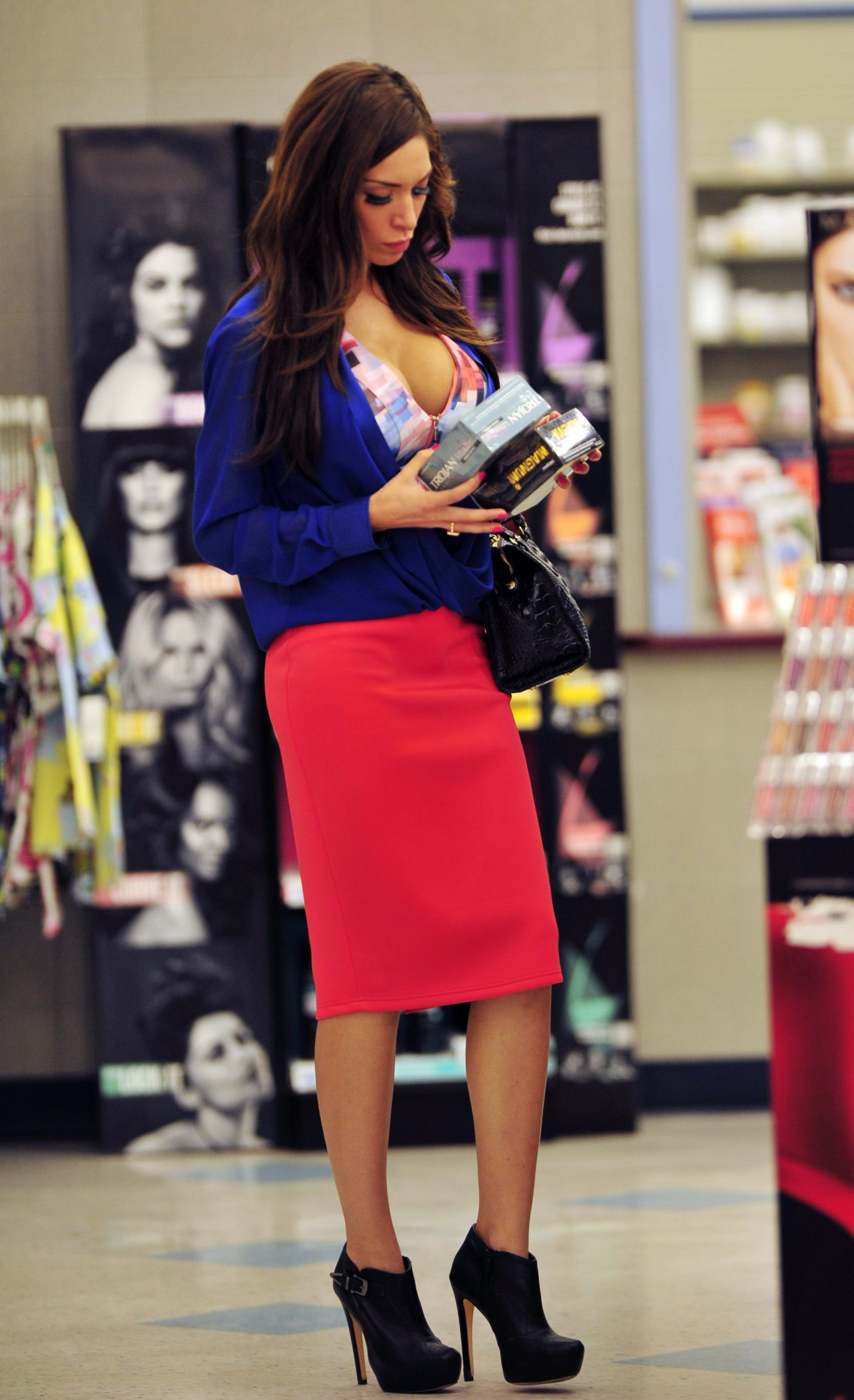 Farrah Abraham Street Style – Out fo Shopping – January 2014