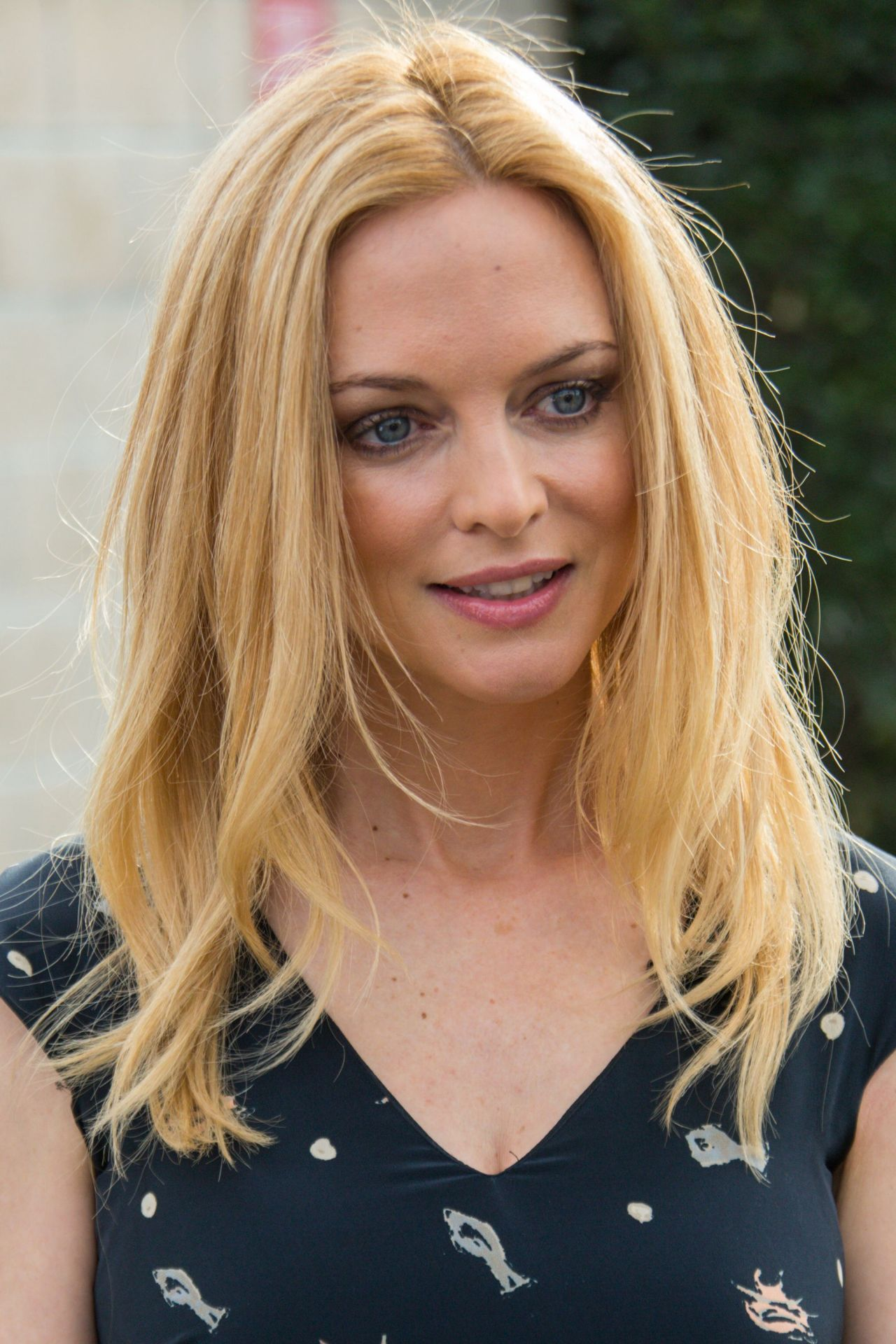 Heather Graham - Set of EXTRA at The Grove in Los Angeles ...