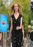 Heather Graham - Set of EXTRA at The Grove in Los Angeles (2014)