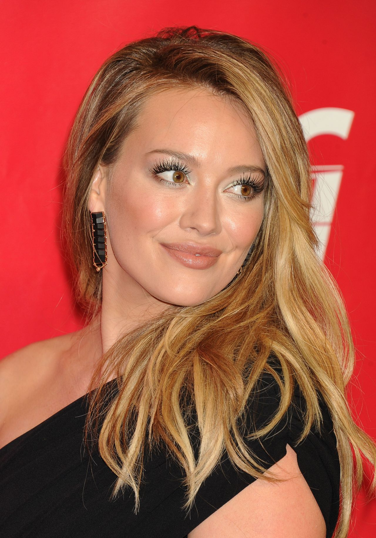 Hilary Duff - MusiCares Person of the Year Gala - Los Angeles, January 2014