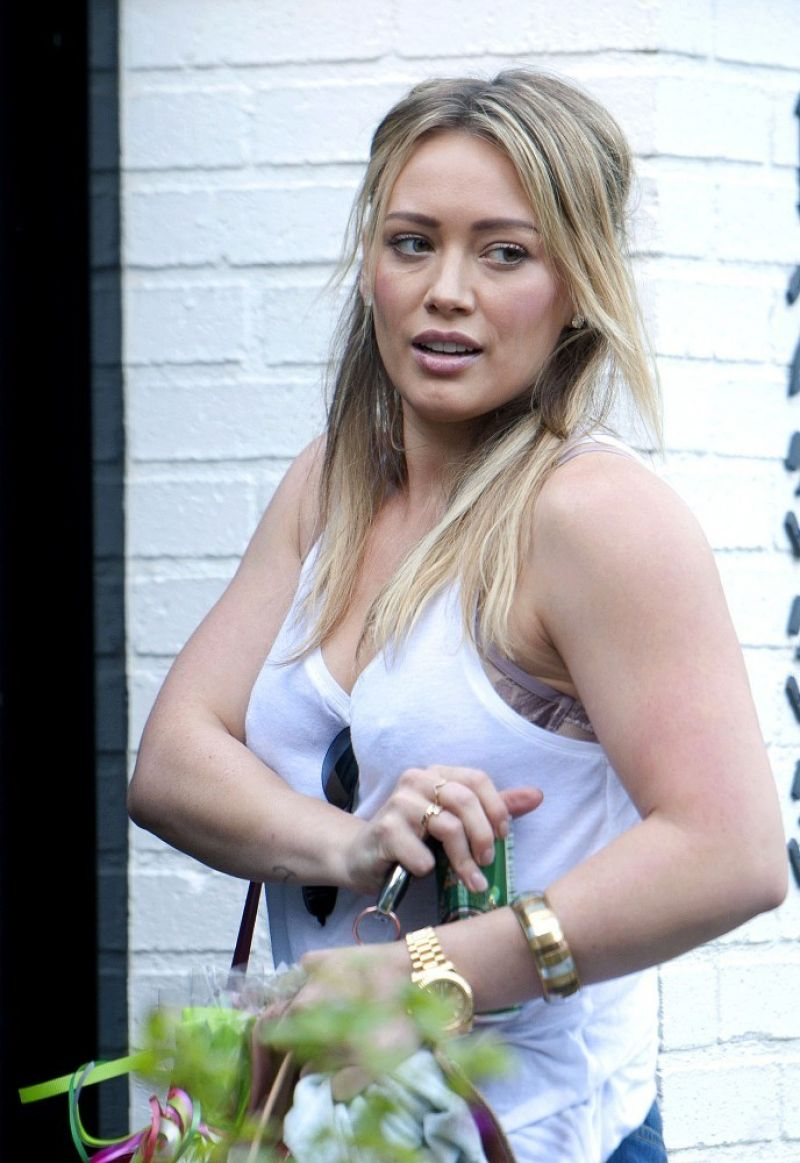 Hilary Duff Street Style - Los Angeles, January 2014