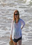 Isla Fisher Candids - Beach in Hawaii - January 2014