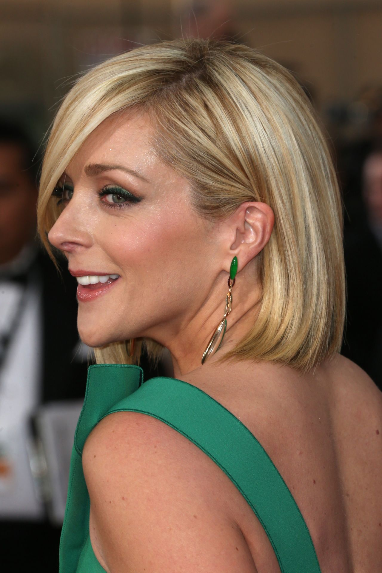 Jane Krakowski Wears Roland Mouret Gown At Sag Awards