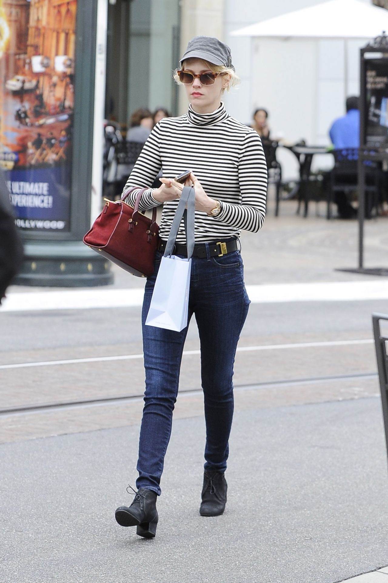January Jones Street Style - Shopping in Los Angeles - January 2014