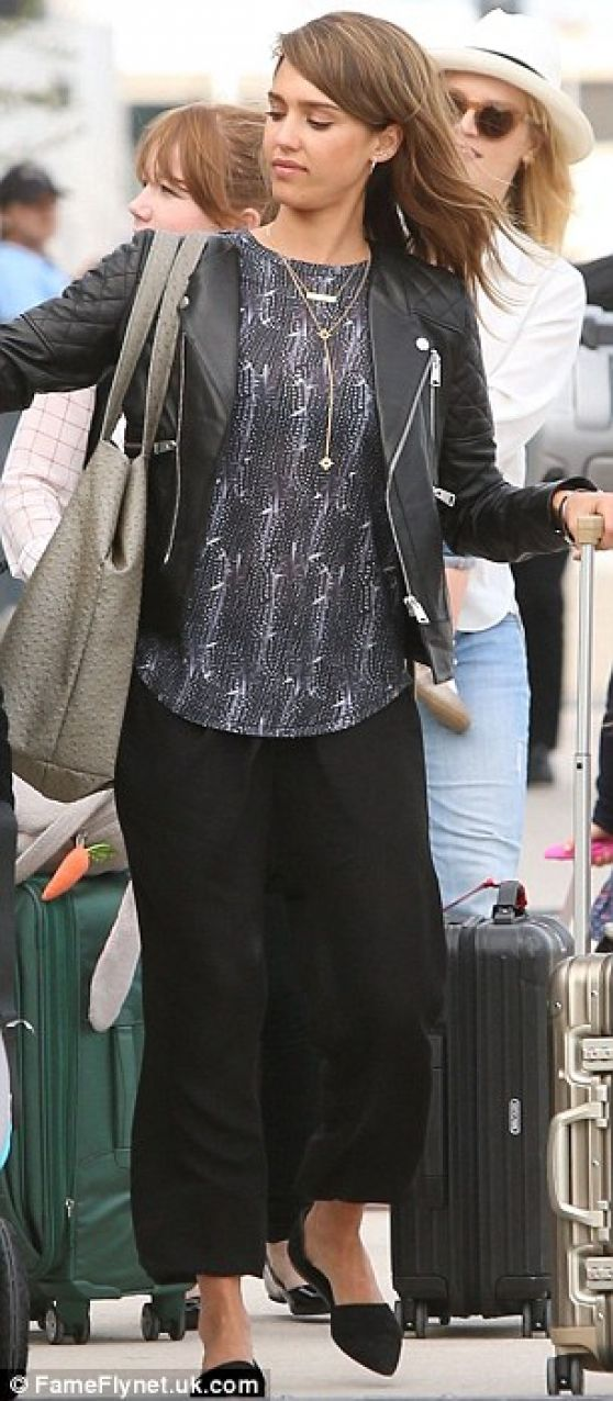 Jessica Alba - Los Cabos International Airport in Mexico - January 2014