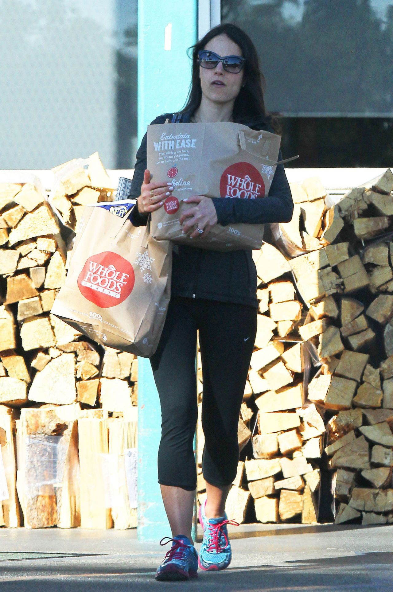 Jordana Brewster - Leaving Whole Foods in Los Angeles