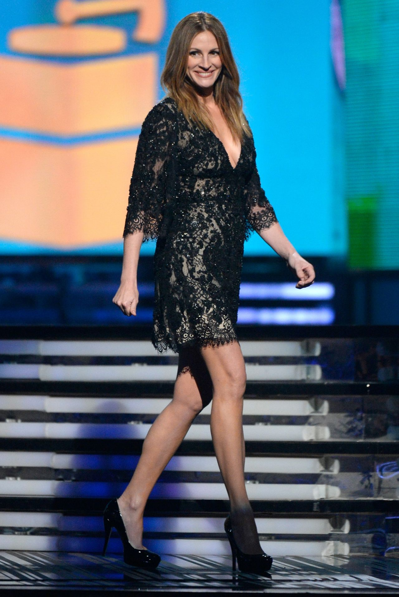 Julia Roberts Wears Elie Saab at 56th Annual Grammy Awards – January 2014