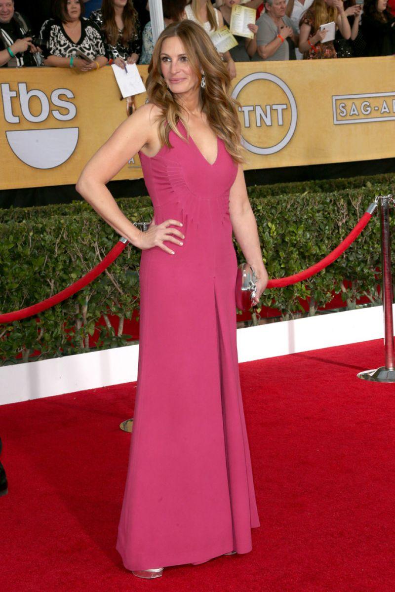 Julia Roberts Wears Valentino – 2014 SAG Awards