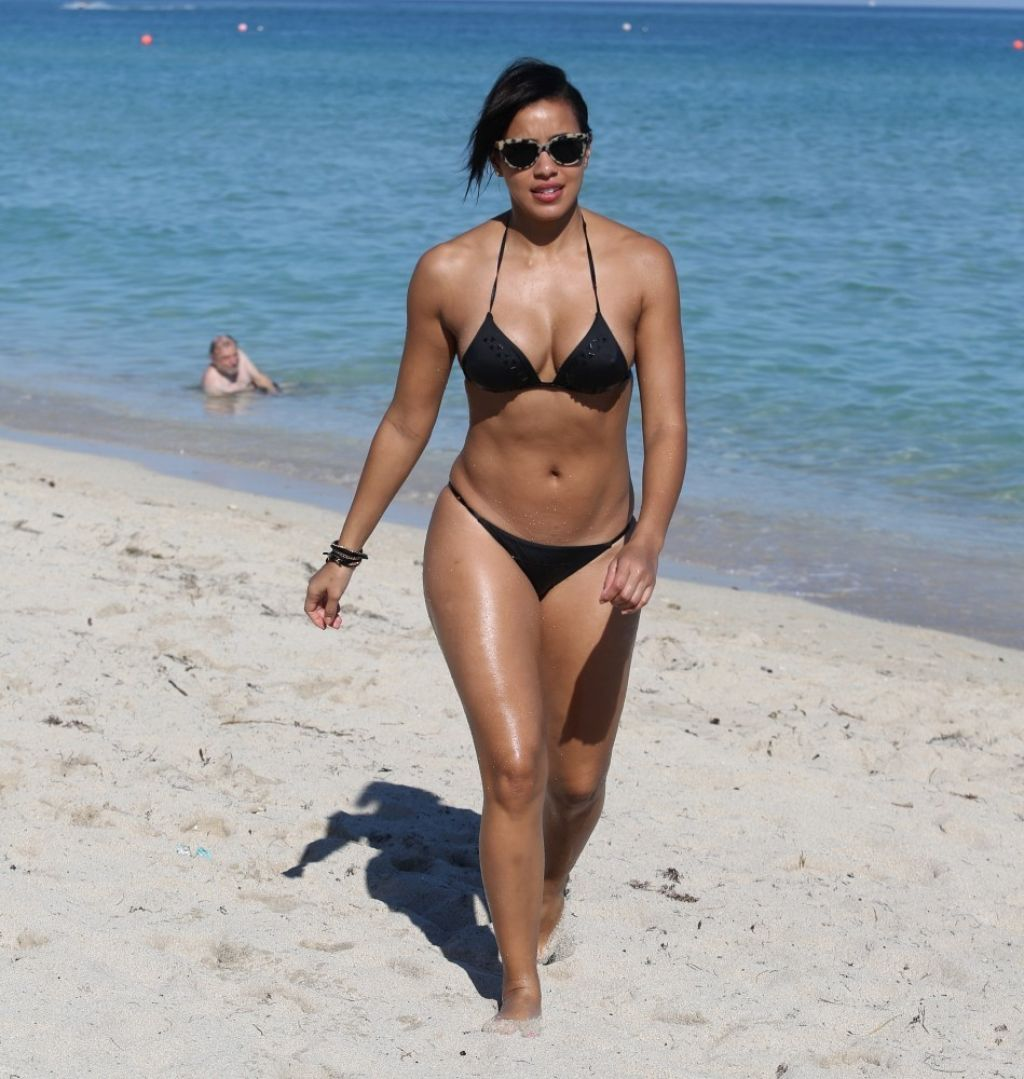 Julissa Bermudez Bikini Candids - Miami, January 2014