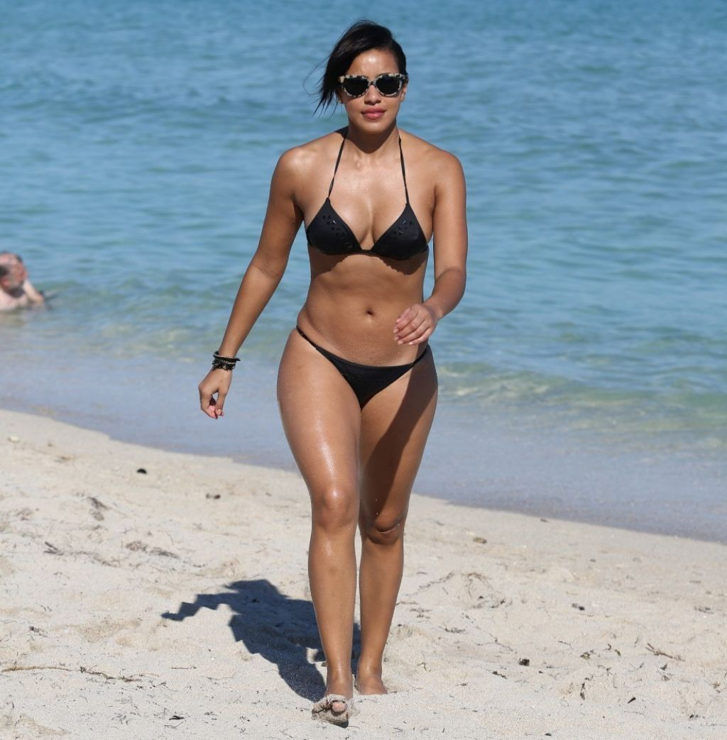 Julissa Bermudez Bikini Candids Miami January 2014