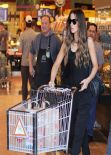 Kate Beckinsale Street Style - Whole Foods in Santa Monica - January 2015
