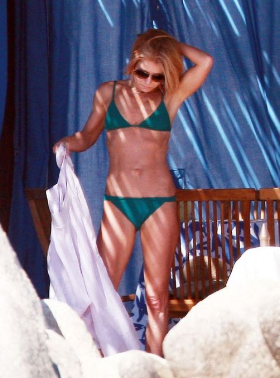Kelly Ripa Bikini Candids - Mexico, January 2014