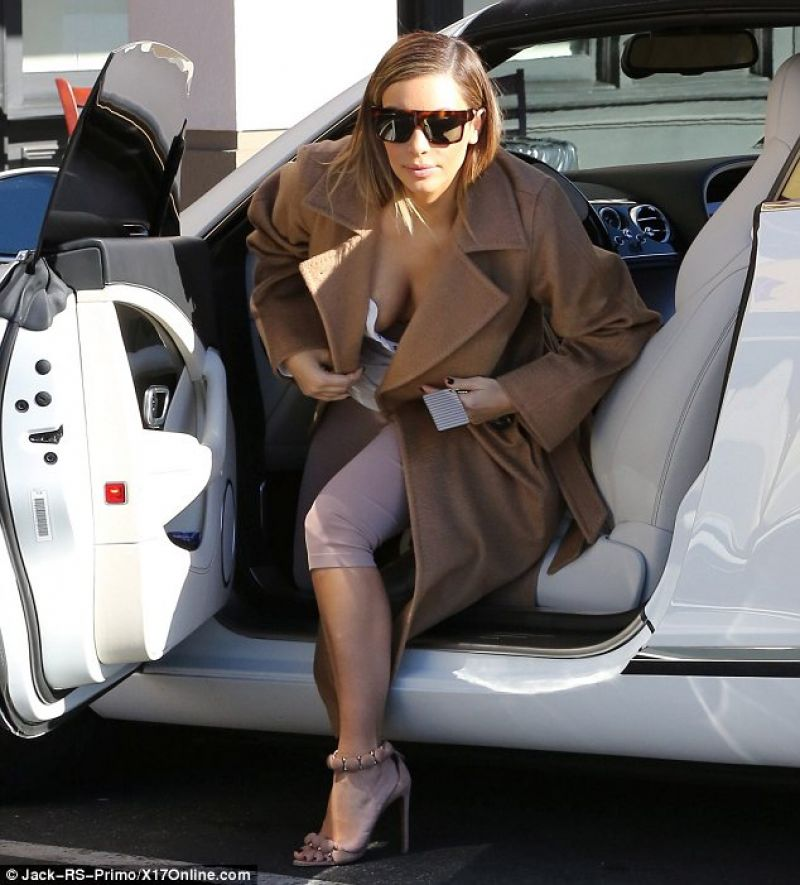 Kim Kardashian Exits Her Car in Los Angeles - January 2014