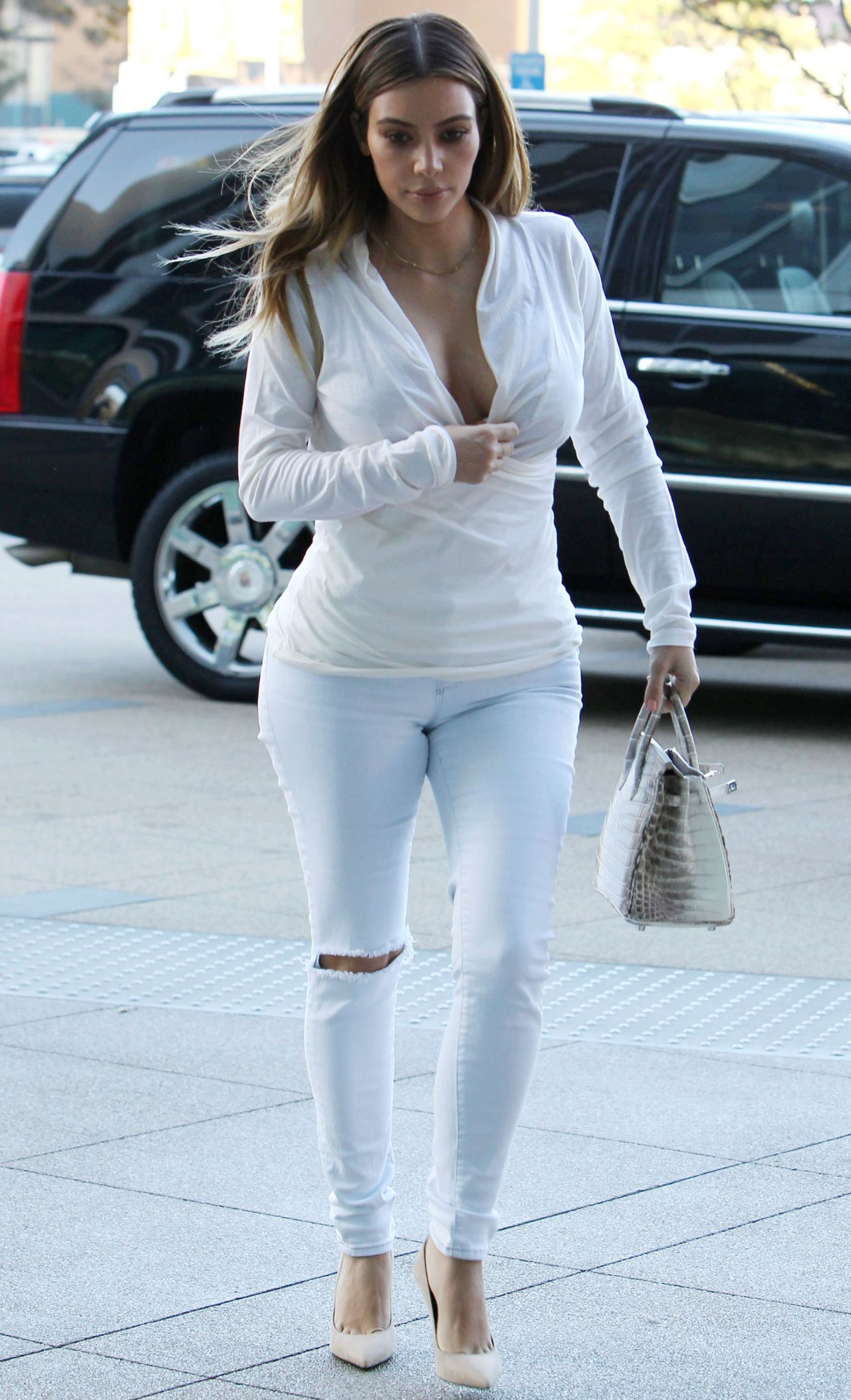 Kim Kardashian Street Style - Plaza Towers in Los Angeles ...