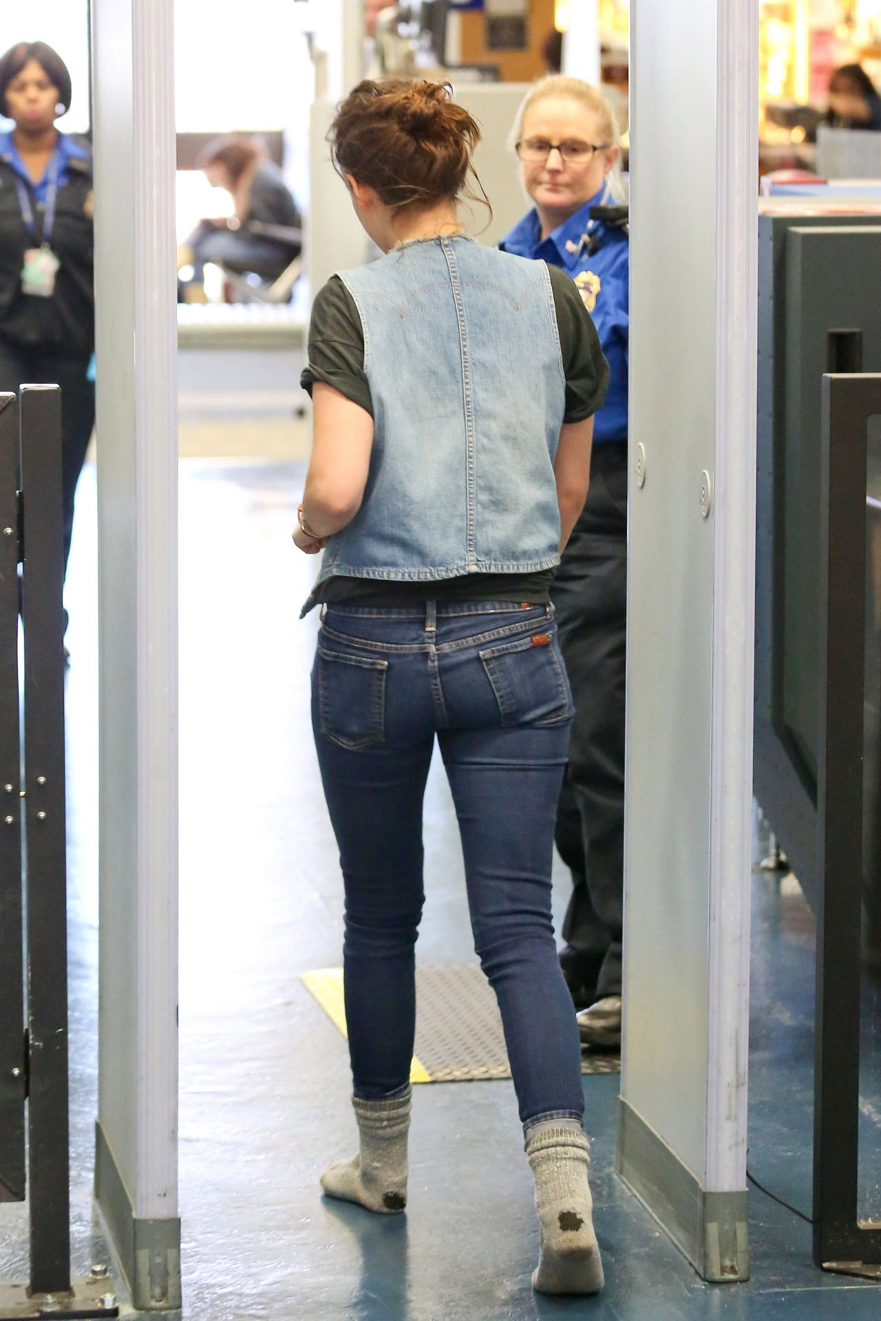 Kristen Stewart Street Style Leaving From Burbank Airport January 16 2014