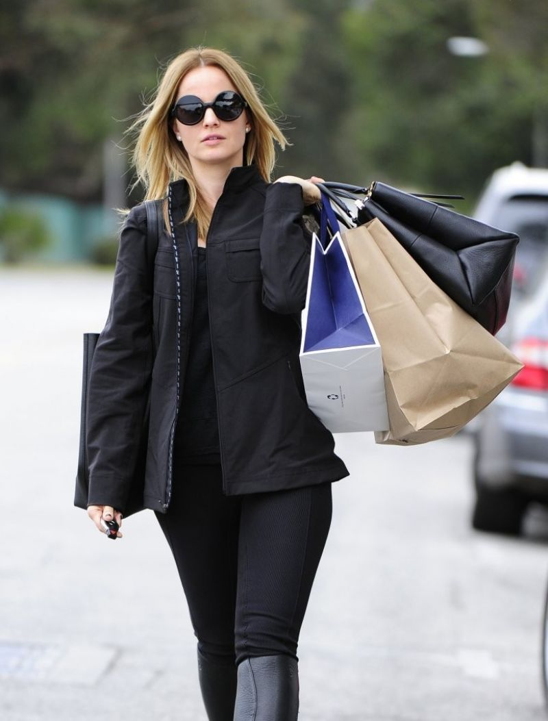 Mena Suvari Street Style - Shopping in Beverly Hills, January 2014