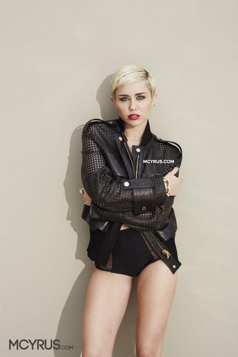 Miley cyrus bangerz tour in tac ass show - 3 3