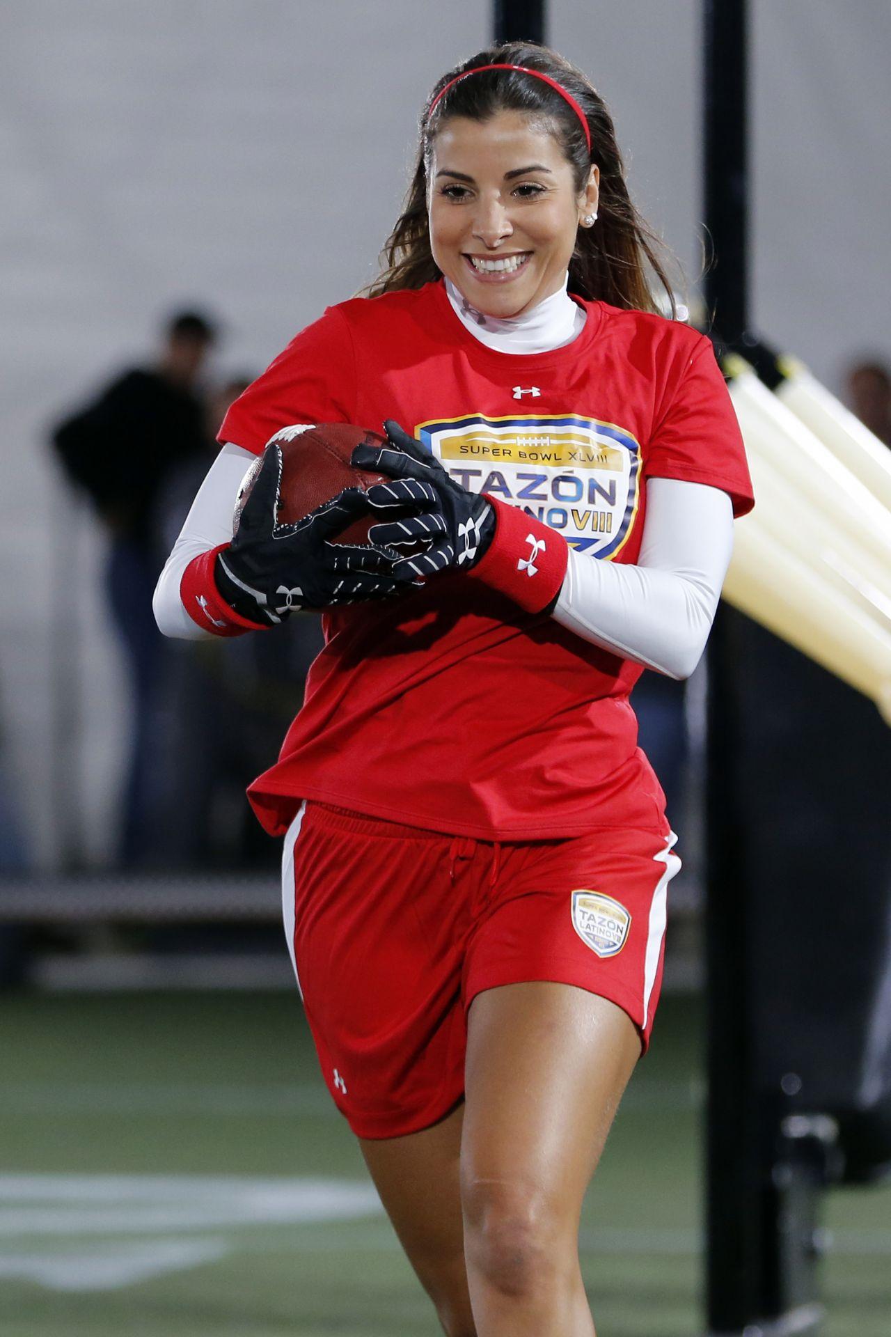 Natalia Saenz - NFL Tazón Latino VIII - January 2014