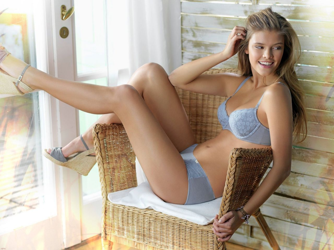 Nina Agdal Hot Wallpapers 5